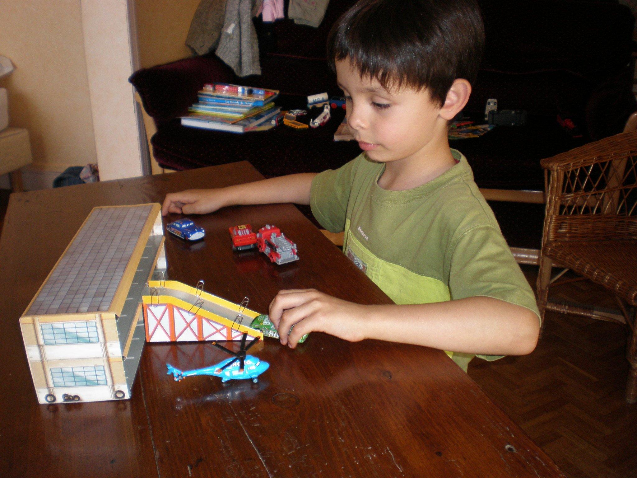 Jeux d imagination le petit prince dans les toiles for Garage du midi les vans